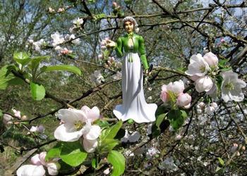 Image of Jane Austen commanding the apples to bloom