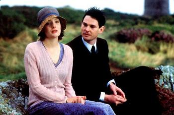 Romola Garai and Henry Thomas in I Capture the Castle (2003)