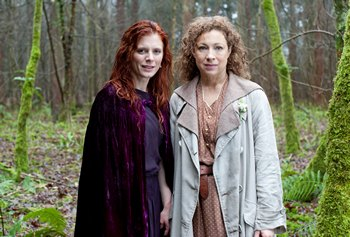 Image from Upstairs Downstairs Season 2: Emilia Fox & Alex Kingston © 2011 MASTERPIECE