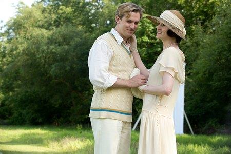 Downton Abbey Season 3 Episode 6: Matthew and Mary Crawley at cricket match