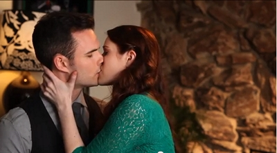 The Lizzie Bennet Diaries: Darcy and Lizzie Kiss © 2013 The Lizzie Bennet Diaries