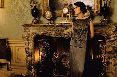 DA5 Lady Mary at fireplace x 400