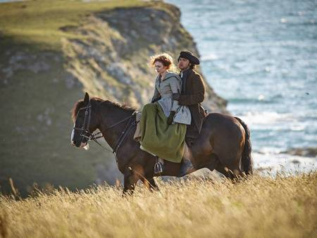 Poldark Season One Eleanor Tomlinson and Aidan Turner x 450
