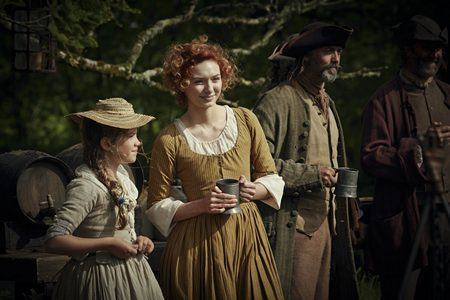 Eleanor Tomlinson as Demelza with laborers