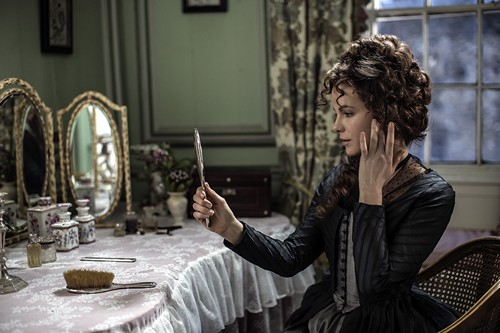 Kate Beckensale in Love and Friendship 2016 x 500