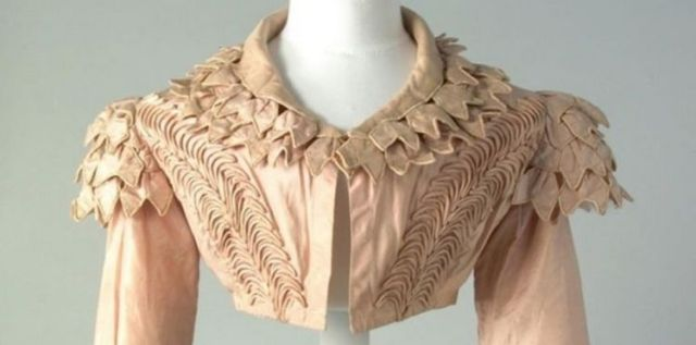 Pink Spencer jacket front, Chertsey Museum c1815